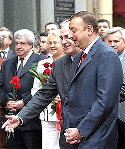 Ilham Aliyev Meets Azerbaijani Diaspora