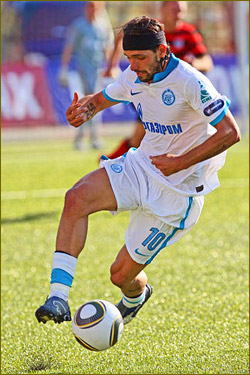 Zenit stay four points clear after win