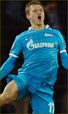 Zenit stay perfect at Valencia,s expense