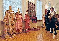 the Christmas exhibition of arts and crafts