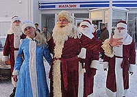 Father Frost and Snegurochka are coming to the hospitals